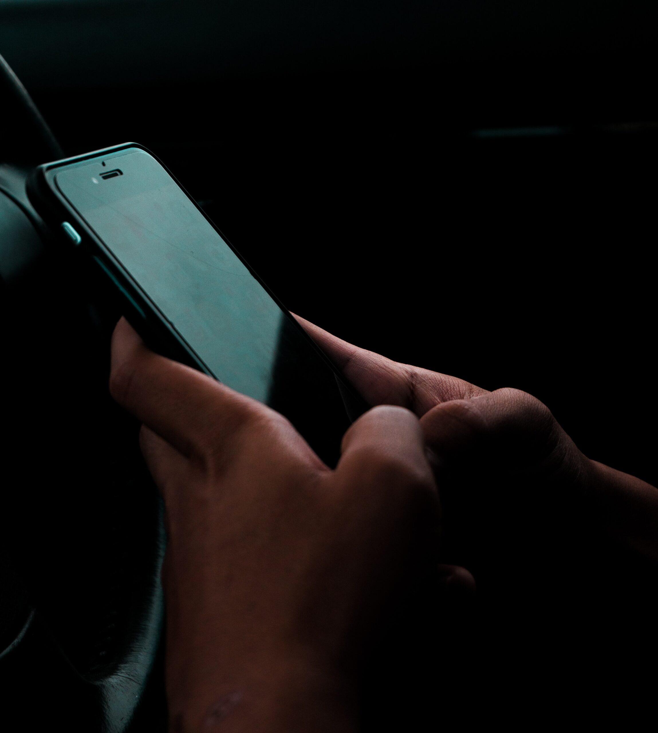 uso del móvil al volante del coche